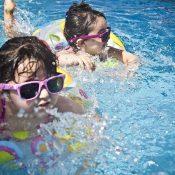 Früh übt sich – Babyschwimmen Sursee
